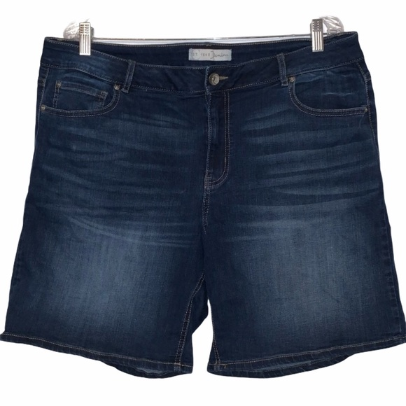 C est. 1946 Denim - ' C est. 1946' WOMENS denim shorts 18W classic